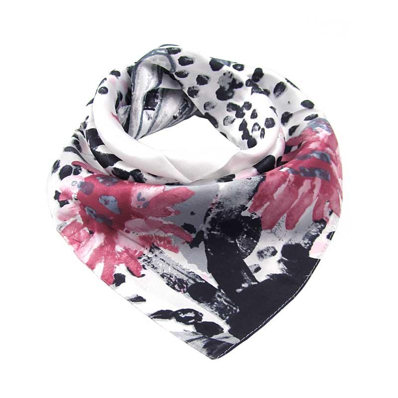 Elegantní černobílý šátek s růžovými květy 69a10868ff