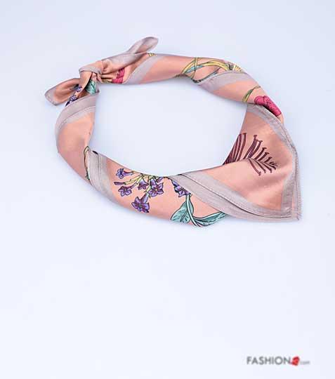 1d859a2e0a4 Růžový střední šátek s potiskem čtvercový