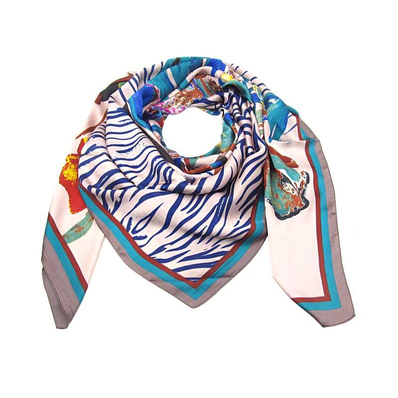 8d996743d4b Růžový čtvercový velký šátek s potiskem květin