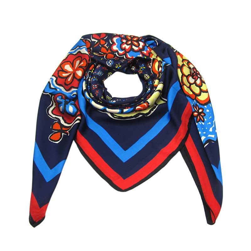 eeb74047dac Elegantní modrý čtvercový velký šátek s potiskem