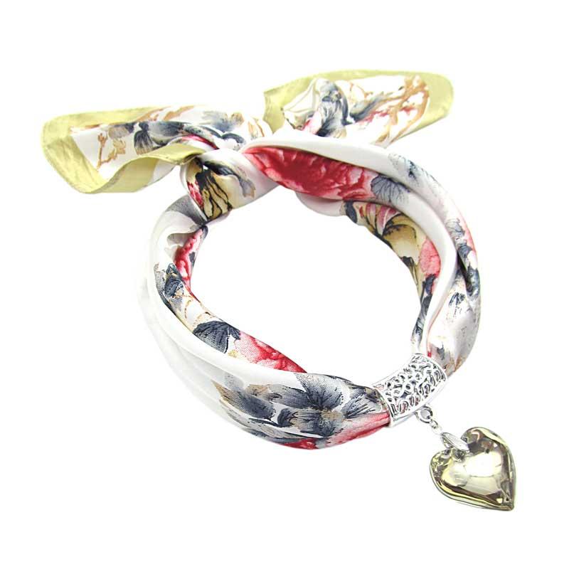 f7dab34d93f Elegantní šátek s přívěskem